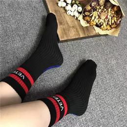 Wholesale Women White Ankle Socks - 2017 vetements men women striped socks hiphop striped long socks mens socks black white