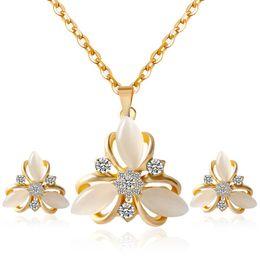 Fine Jewelry Sets S073 Mode HM große Braut Schmuck Set Blumen Opal Klee Diamant Halskette Ohrringe von Fabrikanten