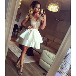 Wholesale Classic Tires - Lace Homecoming Dresses Sleeve V Neck Tired Ball gown Party Dresses Short Zipper Pleats Prom Dresses For Gown