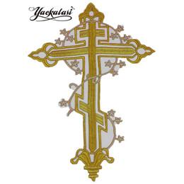 Croix de fer or en Ligne-YACKALASI 10 Pièces / Lot 3D Or Métallique Appliqué Grand Jésus Croix Patches de Fer sur Croix 20 * 28 cm