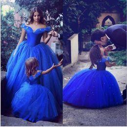 Prinzessin Cinderella Blau Tüll Blume Mädchen Kleider Hochzeit Schulterfrei Mädchen Geburtstag Pageant Kleid Erstkommunion Kleid 2017 Nach Maß von Fabrikanten