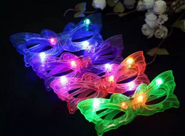 Farfalla LED lampeggiante Occhiali Light Up Rave Toys per Halloween Masquerade Mask Dress Up Christmas Party Decoration Supplies MYY da