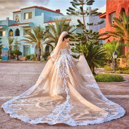 abiti da regina moderni Sconti Abito da sposa moderno Royal Queen con scollo a V staccabile perline di cristallo Applique Abiti da sposa Champagne abiti da sposa manica lunga