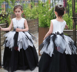 Wholesale Cheap Birthday Tutus For Girls - Custom Made Flower Girl Dresses for Gotic Country Wedding Ball Gown Tutu Lace Beaded Crew Neck 2017 Cheap Girls Pageant Birthday Dresses
