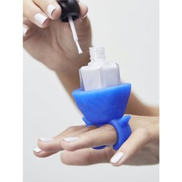 Wholesale Nails Polish Holder - Soft Silicone Finger Wearable Nail Gel Polish Bottle Holder with Ring Creative Nail Art Tools Polish Varnish Bottle Display Stand Holder