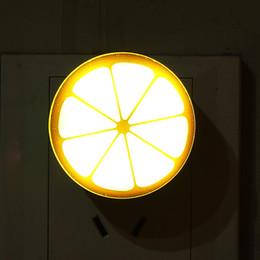 2019 lampe au citron Vente en gros- nouvelle conception modèle de citron Mini LED Night Light lampe de contrôle automatique du capteur pour chambre de bébé avec prise US lampe au citron pas cher