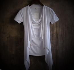 New Personality Dovetail design dos homens Non mainstream pilha gola fina Preto, Branco de manga curta T-shirt Masculino high-end Falso-duas peças Tops de