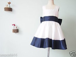 Argentina Vestido de niña de las flores de marfil y azul marino con flor de vestido de bautismo de cumpleaños de gran arco Suministro