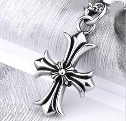 Colgante de fundición de acero online-Fundición de acero inoxidable Crow Heart Colgante de moda Cruz Crowley titanio corazón colgante al por mayor