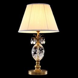 Lampe de table en cuivre Européenne américaine simple lampe de table en cristal de luxe éclairage de bureau salon chambre à coucher vestimentaire mariage viall led lampe de table ? partir de fabricateur