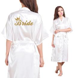 2019 kronen für bräute Großhandelsbraut-Kronen-Team-Braut-goldener Funkeln-Druck-lange Abschnitt-Kimono-Robe-Frauen Bachelorette, die Faux-Silk Robe-freies Verschiffen Wedding sind rabatt kronen für bräute