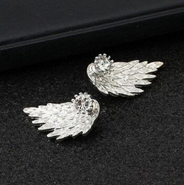 Wholesale Dimensional Animal Earrings - 2017 New Diamond Earrings Popular In Europe And America Dimensional Angel Wings Earrings Feather Alloy Puncture Retro Stud