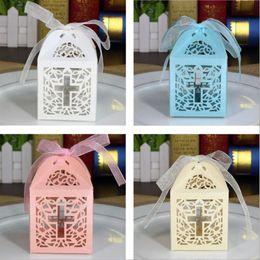 Babypartybevorzugungs-Kreuz-Süßigkeit-Kasten-elegante Laser-Schnitt-Hochzeits-Geburtstags-Taufparteibevorzugungen von Fabrikanten