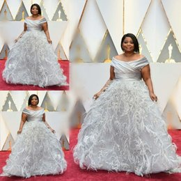 Wholesale celebrity tulle oscar dresses - Silver Gray Off Shoulder Evening Dresses With Feather Sexy Off Shoulder Ruffles A Line Prom Dresses 2017 Oscars Celebrity Gowns