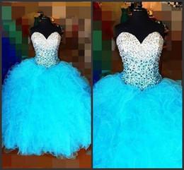 15 años vestidos de azul blanco online-2017 Nueva Elegante Sweetheart Blanco Azul Vestidos de Bola Vestidos de Quinceañera Con Cuentas Cristales Lace Up Sweet 16 Vestidos 15 Años Vestidos de Fiesta QS1081