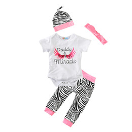 Argentina Baby Girl 4 unids ropa Set 2017 Summer Daddy Mommy's Mameluco Romper + Zebra Pant + Hat Cap + Bow diadema Angel Wing niños niñas ropa trajes Suministro