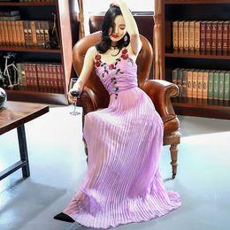 Maxi vestidos violeta claro online-Vestidos de la pista 2017 luz púrpura correas espaguetis vestido largo de las mujeres bohemio pliegues apliques de lentejuelas maxi vestido p061790