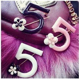 Wholesale Cc Brooch Wholesale - CC Pins 5 Number Style Brooches Women With Dog Brooch For Wedding Sweater Bag Accessaries Sets Lapel Pins