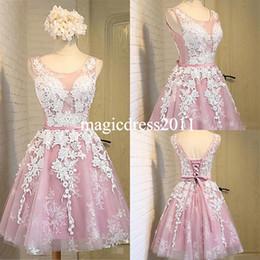 2019 robe chic Chic Pink Ballkleider mit weißen Applikationen A-Line Jewel Illusion Cocktail Prom Kleider Robe De Retour Graduation Dress für Party Wear günstig robe chic