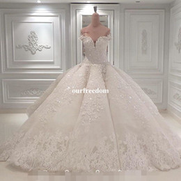 Vestido De Noiva Ball Gown Abiti da sposa 2019 Off The Shoulder Cattedrale treno Appliques in pizzo Abito da sposa per la Chiesa Custom Made cheap ball wedding dresses train da treno abiti da sposa di sfera fornitori
