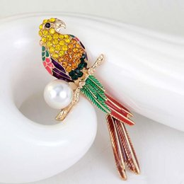 Wholesale Cute Parrot - Luxury Animal Cute Crystal enamel pearl parrot brooch Birds Brooches for Women Multi Color Rhinestone Gold Plated Jewelry
