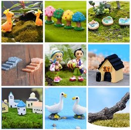 miniature anatre Sconti Resina Decorazioni da giardino Fairy Garden Miniature Cute Anatra Stagno Animale Tree House Artigianato Mini Tree Decor Landscape Ornament Fairy Garden