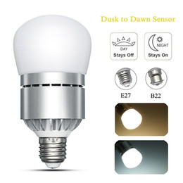 Wholesale E27 Led Sensor Lamp - AC85-265V 12W LED Lamp Bulb E27 B22 Bayonet Dusk To Dawn Automatic On Off LED Light Bulb Sensor Light Bulb For Porch