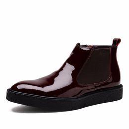 Botas de invierno para hombre cremalleras online-Zipper rojo / negro zapatos Flats para hombre botines de charol botas de invierno para hombre al aire libre zapatos casuales