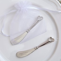 Canada 100pcs personnalisé couteau de beurre faveurs de mariage évider coeur cadeaux fête de mariée épandeur avec sac, graver mariée nom de marié Date Offre