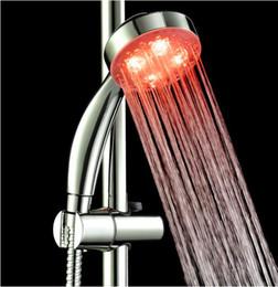 Bateria brilho escuro on-line-RGB Automático Mudando de Cor Iluminado Banheiro LEVOU Brilho No Escuro Sem Bateria Levou Chuveiro Cabeça De Água De Fluxo De Energia De Fluxo