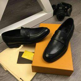 Wholesale elegant oxford shoes - 2018 Luxury Designer Elegant Shoes Men Oxfords Dress Shoes Genuine Leather Formal Wedding High Quality Slip On Business Shoes Size 38-45