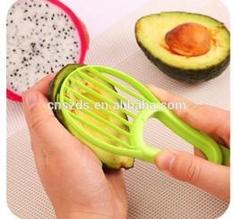 Vente en gros Livraison gratuite cuisine accessoires 3 dans un avocat kiwi fruit pitaya couteau Trancheuse ? partir de fabricateur