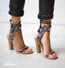 Sandales spartiates à clous noires en Ligne-LTTL À La Main Casual Style Rue Boucle Strap Gladiateur Sandales Rivets Cloutés Open Toe Femmes Escarpins noir talon chunky sandales Femme