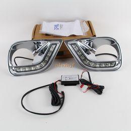 Luzes led cree on-line-O CREE conduziu o dedicater DRL das luzes running do dia das microplaquetas do diodo emissor de luz com a tampa da lâmpada de névoa para TOYOTA RAV4 2013 ~ 2016, substituição