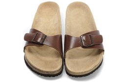 Wholesale Drag Lights - Famous Brand Arizona Men's Flat Sandals Women Casual Shoes Male Single Buckle Summer Word Drag Beach Top Quality Genuine Leather Slippers