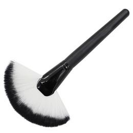 Wholesale Large Makeup Fan Brush - Susan' Pro Large Fan Goat Hair Blush Face Powder Foundation Facial Cosmetic Brush Nice Makeup Tools