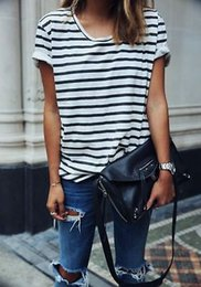 2019 tshirt rayé blanc noir Gros-2016 Summer Fashion Ladies T-shirt à rayures lâches manches courtes Tshirt White Black Femmes Vêtements décontractés tshirt rayé blanc noir pas cher