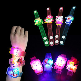Canada $ 0.5 / pc Cartoon LED Night Light Party Décoration de Noël Colorful LED Watch Toy Garçons Filles Flash Wrist Band Glow Luminous Bracelets supplier glow toys for boys Offre
