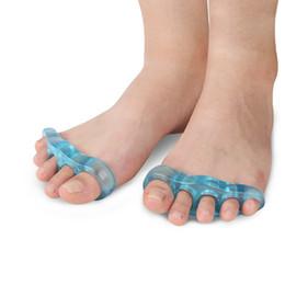 4 шт. = 2 пары Силиконовый большой палец вальгусной Toe сепаратор фиксатор палец перекрытия коррекции расслабиться подошвенный нерв уход за ногами cheap overlapping toes от Поставщики нахлестывающиеся пальцы