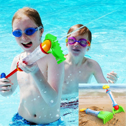 Multifuncional pistolas de água 2em1 crianças areia pá brinquedos de praia crianças pistola de água ancinho brinquedos pistola de água 2styles de Fornecedores de crianças pá por atacado