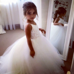 Wholesale Long Gown Rhinestones - Arabic Lace Beaded 2017 Flower Girl Dresses Short Sleeves Tulle Child Dresses Vintage Elegant Beautiful Flower Girl Wedding Dresses