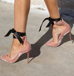 Nueva moda para mujer Zapatos de banquete de boda Ballet Rosa de cuero Terciopelo Negro Bombas de punta redonda Cordones Tacones de bailarina desde fabricantes