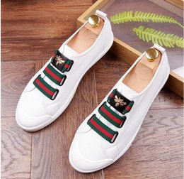 Wholesale Men Casual Loafers Shoes White - 2017 Men Glitter Shoes New Mens Fashion Casual Flats Men's Designer Dress Shoes Sequined Loafers Men's Platform Driving Shoes AXX279
