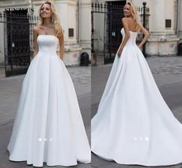 Vestidos de novia largos de satén blanco Una línea de vestidos de novia con cuentas sin tirantes 2019 Simple vestido elegante de las mujeres para la boda desde fabricantes