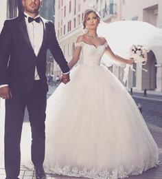 Wholesale castle princess bride - Vestido De Noiva 2017 Romantic Wedding Dresses 2017 Off The Shoulder Appliques Lace Tulle Princess Bride Gowns Court Train