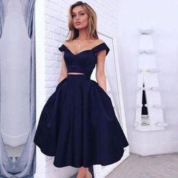 2019 vestido de cóctel rojo sexy de seda Elegante vestido de cóctel Azul marino Bola de satén Satén 2 piezas Cuello en v Vestido de cóctel 2019 Formal Longitud de té Graduación Vestidos de gala Robe De Cocktail
