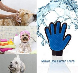 Wholesale Hot Silicone Pet Brush Glove True Touch Doggie Deshedding Gentle Efficient Dog Brush Pet Grooming for Dog Cat Grooming Glove