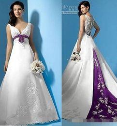 Couverture de ligne violette en Ligne-Nouvelle arrivée élégante robes de mariée 2019 une ligne profonde col en V recouvert de bouton blanc violet Vintage robe de mariée sur mesure haute qualité
