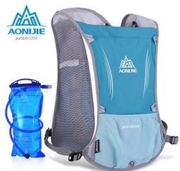 Al por mayor-AONIJIE Mochila Deportes al aire libre Funcional y Ultraligero Escalada Marathon Ciclismo Bolsas Unisex Deportes Paquete de Hombro Bolsa de Agua desde fabricantes