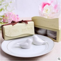 Wholesale Devil Wholesale - Wedding Favors and Gifts Love Birds Ceramic Salt & Pepper Shakers Caster Wedding Supplies Souvenirs Wedding Gifts For Guests Kitchen Tools